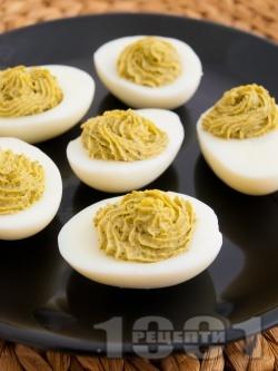 Фаршировани яйца с босилеково песто - снимка на рецептата